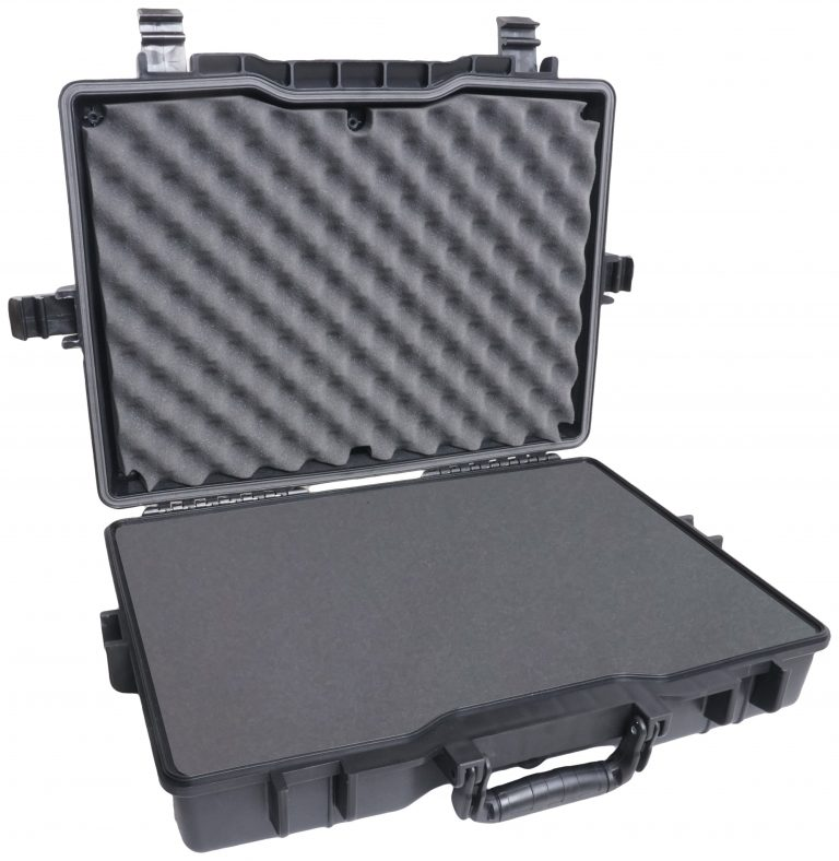Case Club 1495 case shown open