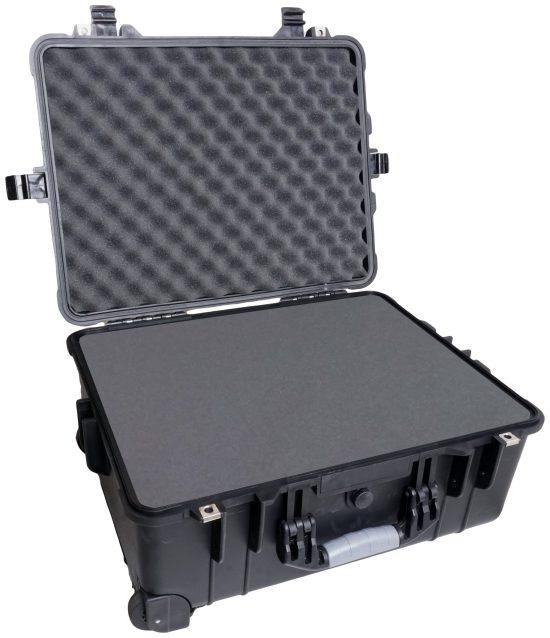 Case Club 1560 case shown open