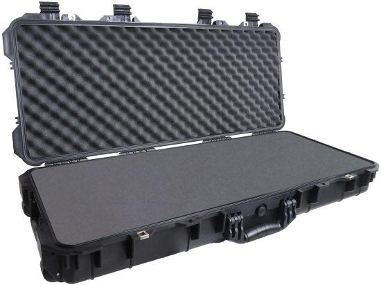 Case Club 1700 case shown open